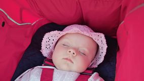 ` S de bébé dormant dans la poussette Photographie stock libre de droits