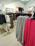 ` S de femmes de boutique et habillement du ` s d'hommes Photo stock