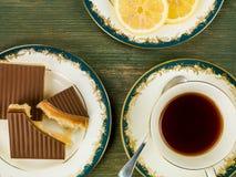 ` S de millionnaire sablé avec le thé noir de citron Photos stock
