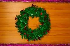 ` S del Año Nuevo y guirnalda de la Navidad hecha de picea Fotos de archivo libres de regalías