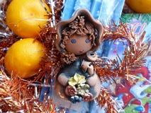 ` S del Año Nuevo y la Navidad Gnomo, mandarina y vela de la Navidad El interior del Año Nuevo Fotos de archivo libres de regalías