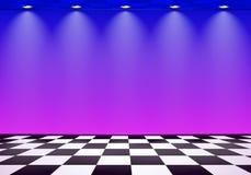 80s denominou a sala da onda do vapor com a parede azul e roxa sobre o assoalho verificado ilustração royalty free