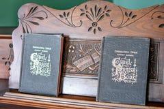 ` S do hinário do livro do elogio do gospel no órgão imagens de stock