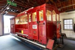 1950s drewniany wagon kolei linowej w wagonu kolei linowej muzeum, Wellington, Nowa Zelandia fotografia stock