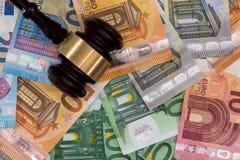 S?dziego m?oteczek na euro banknotach zamkni?tych w g?r? fotografia stock