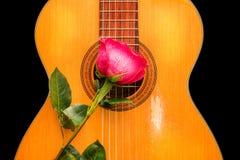 On s'est levé sur la vieille guitare Images libres de droits