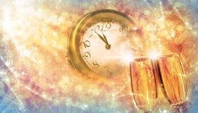` S Eve de la Feliz Año Nuevo con champán y el reloj Imagenes de archivo