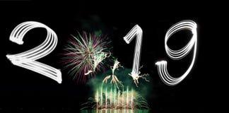 ` S EVE 2019 del nuovo anno con i fuochi d'artificio fotografia stock