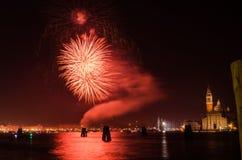 ` S Eve Firework Display del Año Nuevo en Venecia Imagen de archivo libre de regalías