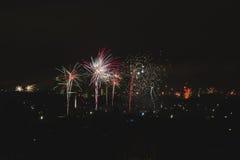 ` S Eve Fireworks do ano novo fotos de stock