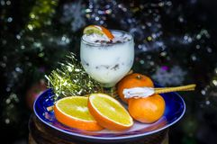 ` S för det nya året bär frukt och mjölkar efterrätten arkivfoton