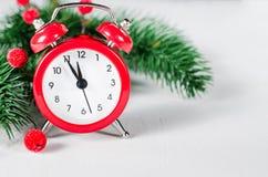 ` S för det nya året tar tid på kortjul som greeting Royaltyfria Bilder
