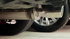 S-fluxo da tubulação de exaustão no carro da transmissão automática Fotos de Stock Royalty Free