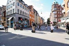 ` S Gade des chrétiens IX 1 rue à Copenhague, les gens obtenant l'arou Photographie stock libre de droits