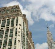 ` S Herald Square con Empire State Building, New York City, NYC, los E.E.U.U. de Macy Imagenes de archivo