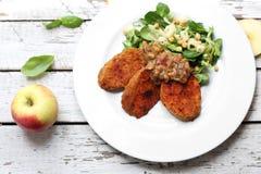 S??kartoffeln mit Kichererbsensalat Vegetarischer Teller lizenzfreies stockbild