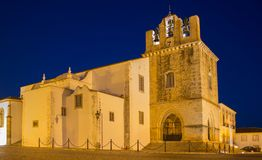 S kathedraal van Faro Igreja DE Santa Maria na zonsondergang, Haven Royalty-vrije Stock Afbeeldingen