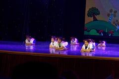 ` S Kinder Arbeitsdes ruhm Peking-Tanz-Hochschulordnende Tests unterrichtende Leistungsausstellung Jiangxi hervorragenden Tanzes Lizenzfreies Stockfoto