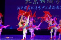 ` S Kinder chinesische des Knoten Peking-Tanz-Hochschulordnende Tests unterrichtende Leistungsausstellung Jiangxi hervorragenden  Stockfotos