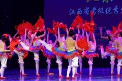 ` S Kinder chinesische des Knoten Peking-Tanz-Hochschulordnende Tests unterrichtende Leistungsausstellung Jiangxi hervorragenden  Stockfotografie