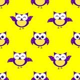 ` S Kinder der netten Eulen nahtloses Muster, gelber Hintergrund Lizenzfreies Stockfoto