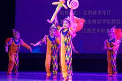 ` S Kinder des Vergnügungspark Peking-Tanz-Hochschulordnende Tests unterrichtende Leistungsausstellung Jiangxi hervorragenden Tan Lizenzfreie Stockfotografie