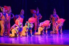` S Kinder des Vergnügungspark Peking-Tanz-Hochschulordnende Tests unterrichtende Leistungsausstellung Jiangxi hervorragenden Tan Lizenzfreie Stockbilder