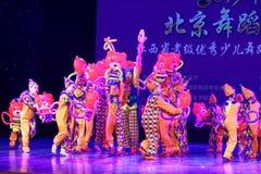 ` S Kinder des Vergnügungspark Peking-Tanz-Hochschulordnende Tests unterrichtende Leistungsausstellung Jiangxi hervorragenden Tan Stockfotografie