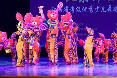 ` S Kinder des Vergnügungspark Peking-Tanz-Hochschulordnende Tests unterrichtende Leistungsausstellung Jiangxi hervorragenden Tan Stockfotos