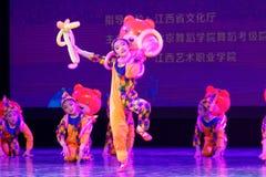` S Kinder des Vergnügungspark Peking-Tanz-Hochschulordnende Tests unterrichtende Leistungsausstellung Jiangxi hervorragenden Tan Stockfoto