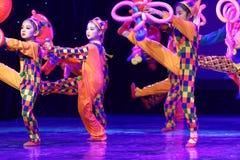 ` S Kinder des Vergnügungspark Peking-Tanz-Hochschulordnende Tests unterrichtende Leistungsausstellung Jiangxi hervorragenden Tan Lizenzfreies Stockfoto