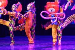 ` S Kinder des Vergnügungspark Peking-Tanz-Hochschulordnende Tests unterrichtende Leistungsausstellung Jiangxi hervorragenden Tan Lizenzfreies Stockbild
