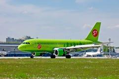 S7 - Linhas aéreas Airbus A319 de Sibéria Fotos de Stock Royalty Free