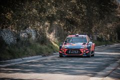 S Loeb u. D Elena konkurrieren im 2019 WRC-Ausflug de Corse lizenzfreie stockbilder