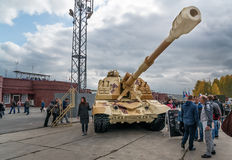 2S19M2 Msta-S 自走152 mm短程高射炮 免版税库存照片
