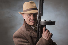 1940s male gangster holding a machine gun Royalty Free Stock Photos