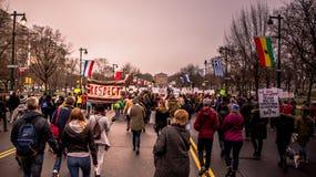` S mars, Philadelphie, étapes rocheuses de négligence de femmes images stock
