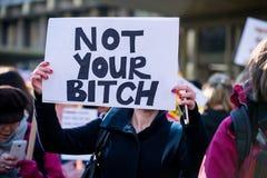 ` S marzo delle donne su raduno di protesta di Londra, Londra, Inghilterra Immagine Stock Libera da Diritti