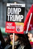 ` S marzo delle donne su raduno di protesta di Londra, Londra, Inghilterra Fotografia Stock