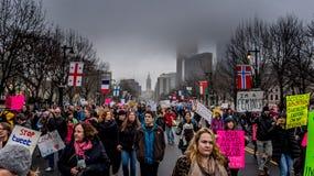 ` S marzo, Filadelfia, punti rocciosi di trascuratezza delle donne fotografia stock