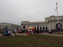 ` S marzo, venditori delle donne alla stazione del sindacato, Trump e ricordi di Obama, Washington, DC, U.S.A. Fotografia Stock