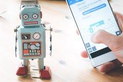 S?mbolo para o bot, o smartphone e o mensageiro do bate-papo imagem de stock royalty free