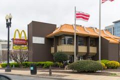 ` S McDonald американская сеть ресторанов гамбургера и фаст-фуда Стоковое Изображение RF