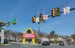 ` S McDonald в США, Корпорации цепь ` s мира самая большая ресторанов фаст-фуда гамбургера Стоковые Фотографии RF
