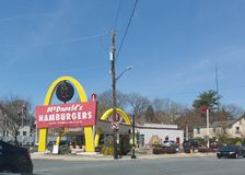 ` S McDonald в США, Корпорации цепь ` s мира самая большая ресторанов фаст-фуда гамбургера Стоковое Изображение