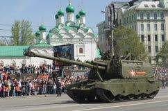 2S19 msta-s is een gemotoriseerde 152 mm-houwitser Moskou, Rusland Stock Afbeelding