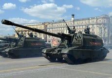 2S19 msta-S (M1990-Landbouwbedrijf) is een Russische gemotoriseerde 152 mm-houwitser Royalty-vrije Stock Foto