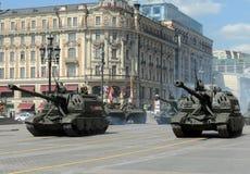 2S19 msta-S (M1990-Landbouwbedrijf) is een Russische gemotoriseerde 152 mm-houwitser Stock Afbeelding