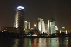 's nachts cityscape van Ningbo Stock Afbeeldingen
