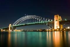 's nachts de Brug van de Haven van Sydney stock foto